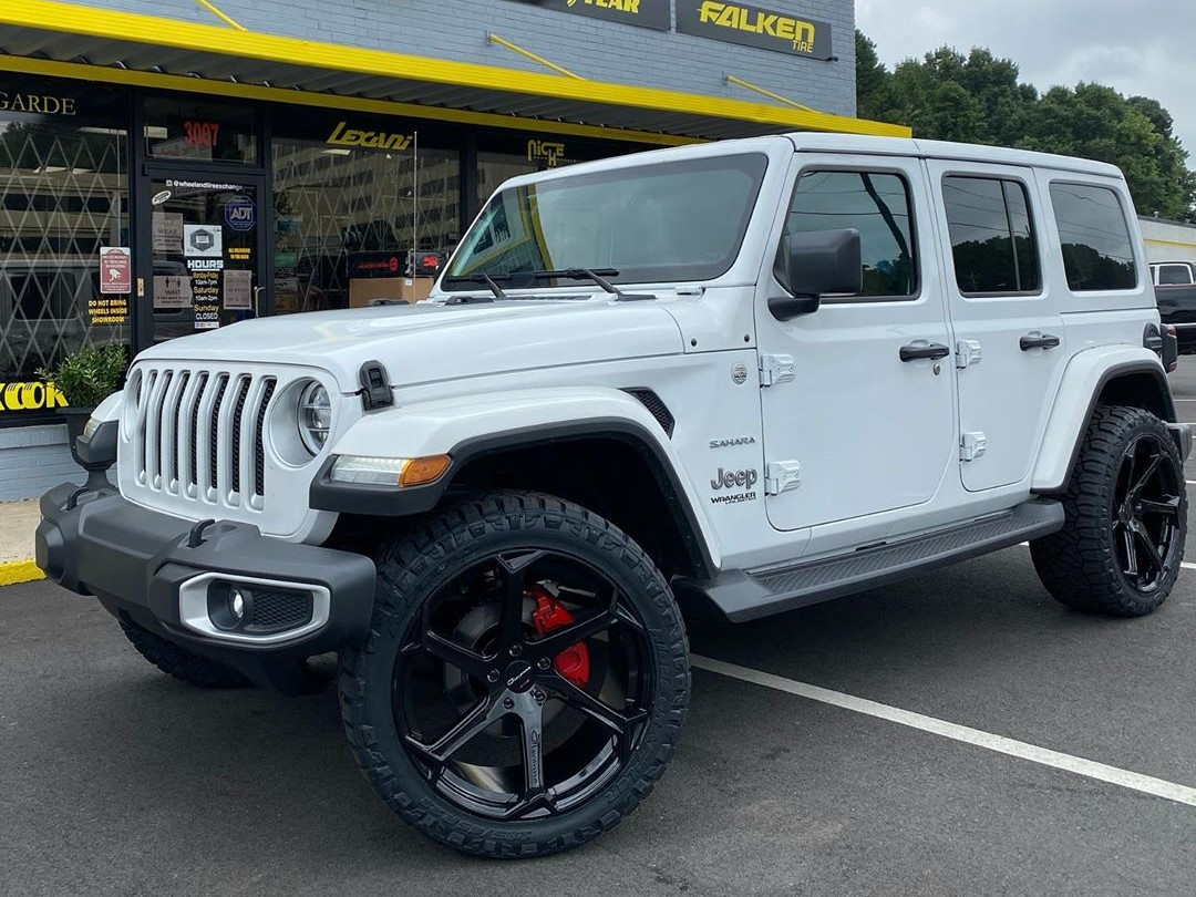 Giovanna Dalar X Black 22 on Jeep Wrangler