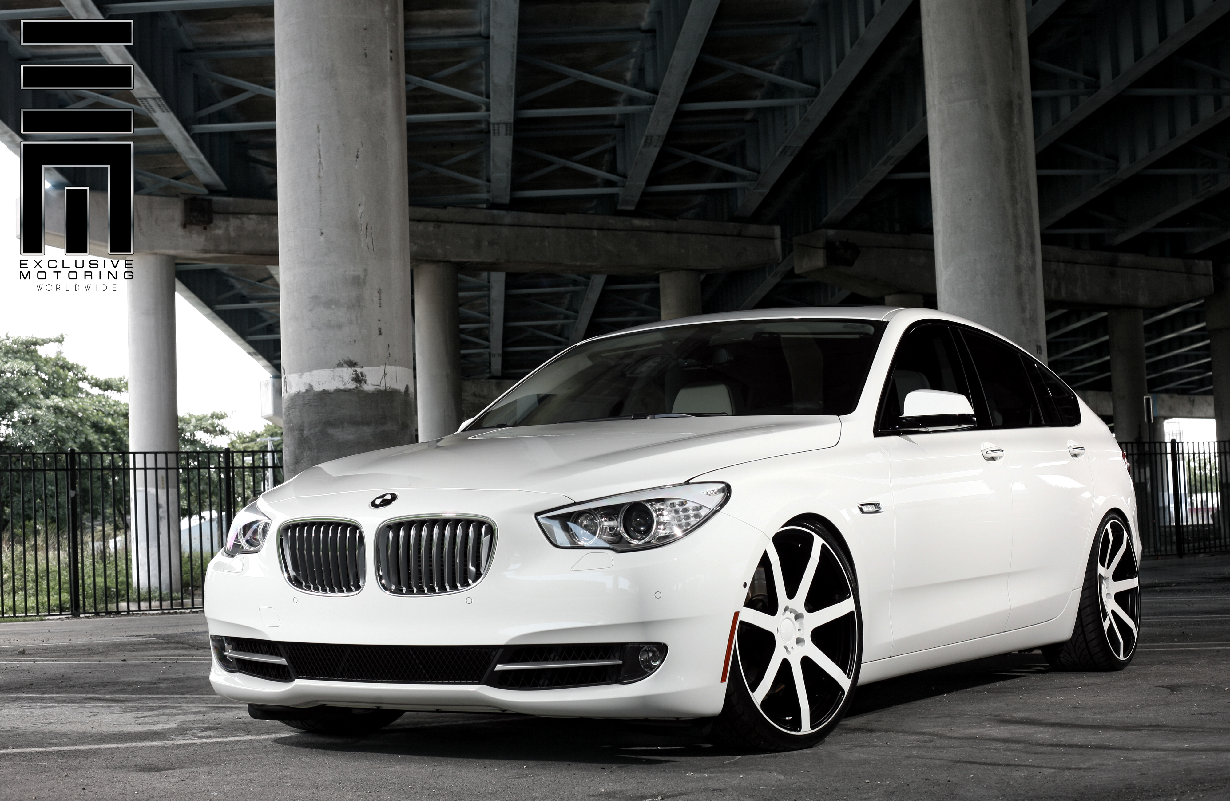 Giovanna Andros Custom Paint on BMW 550i GT