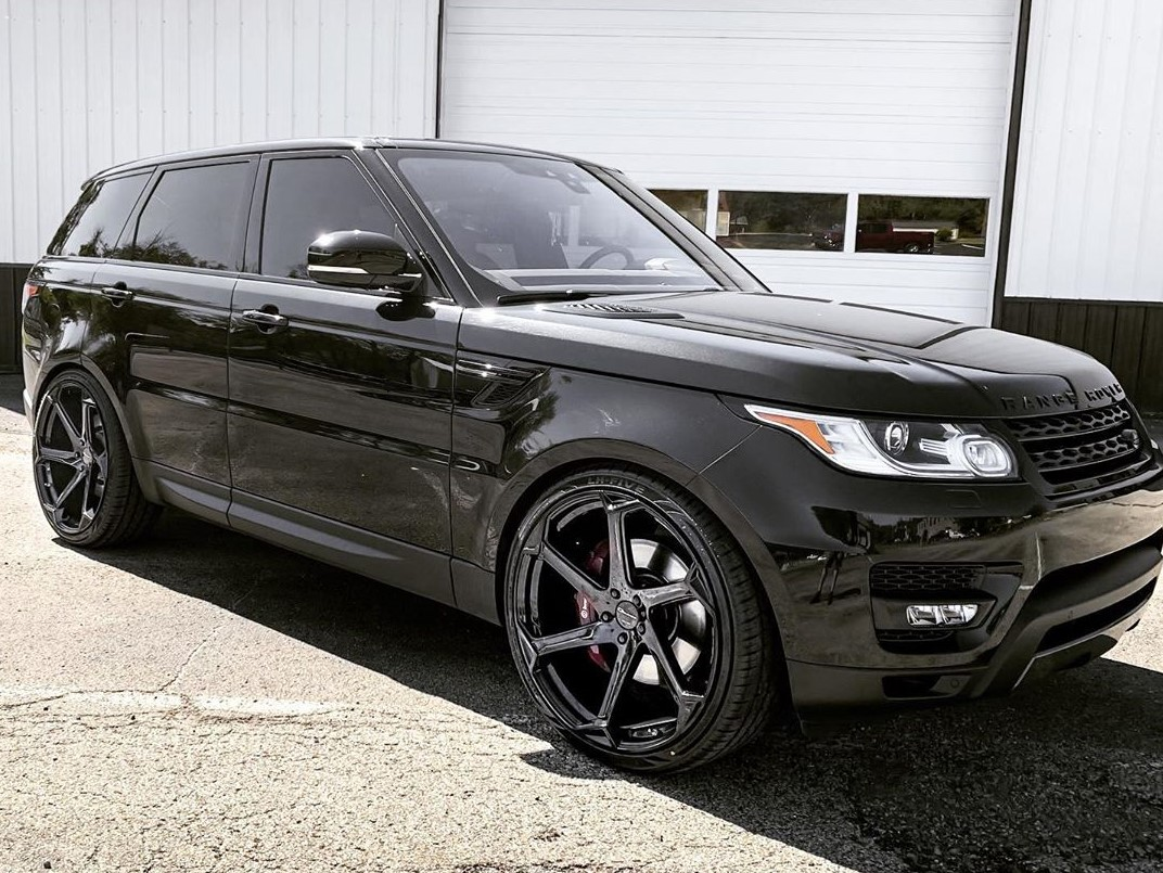 Giovanna Dalar X Gloss Black on Range Rover Sport