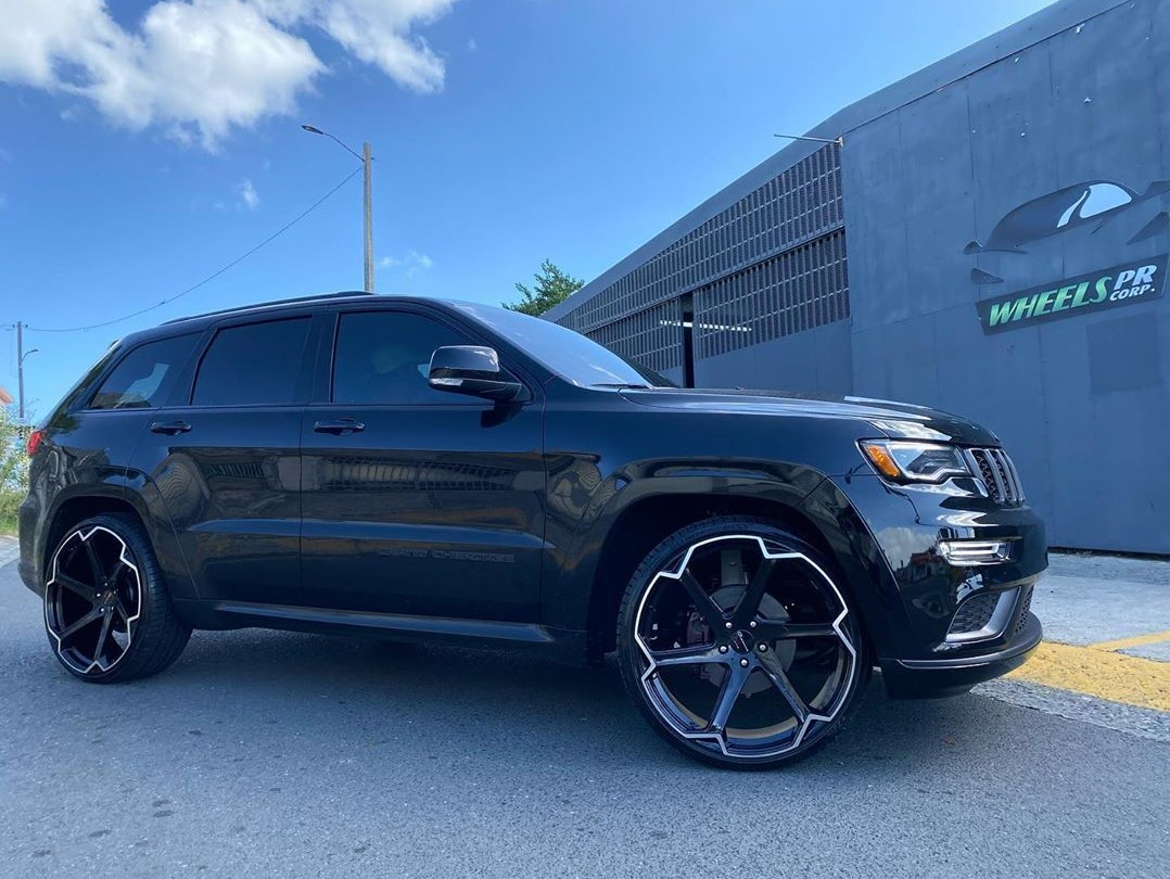 Giovanna Dalar X on Jeep Grand Cherokee