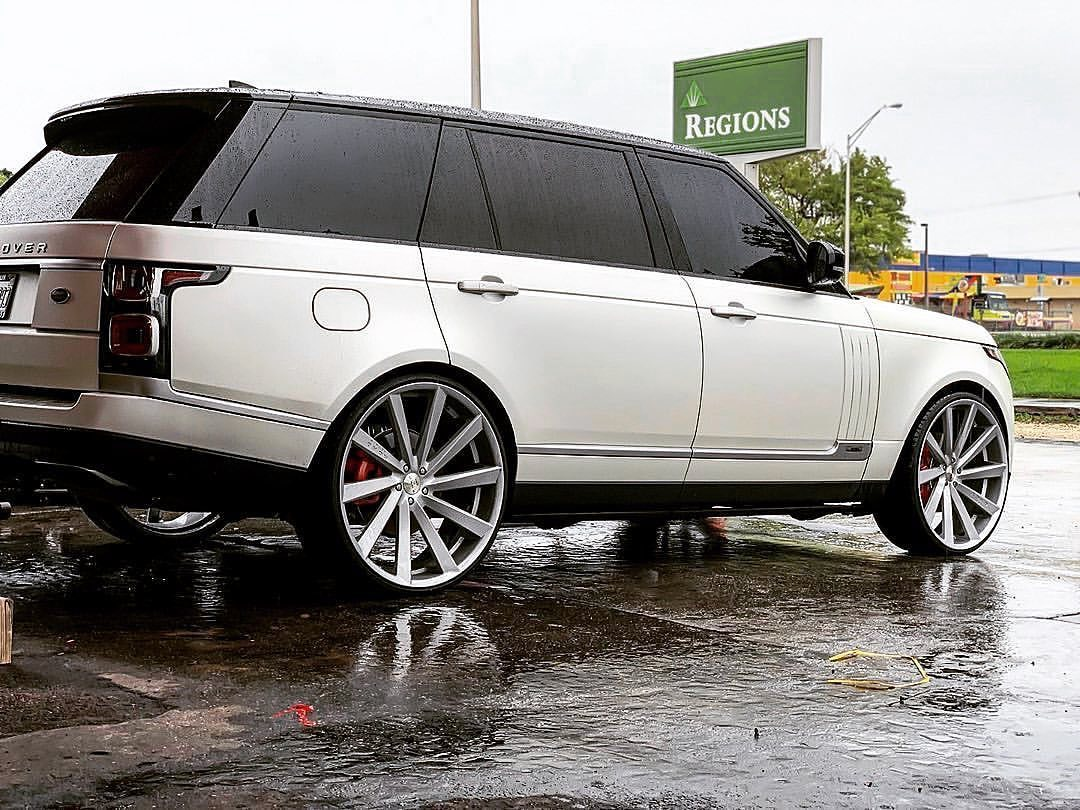 Koko Kuture Kapan Silver on Range Rover Vogue