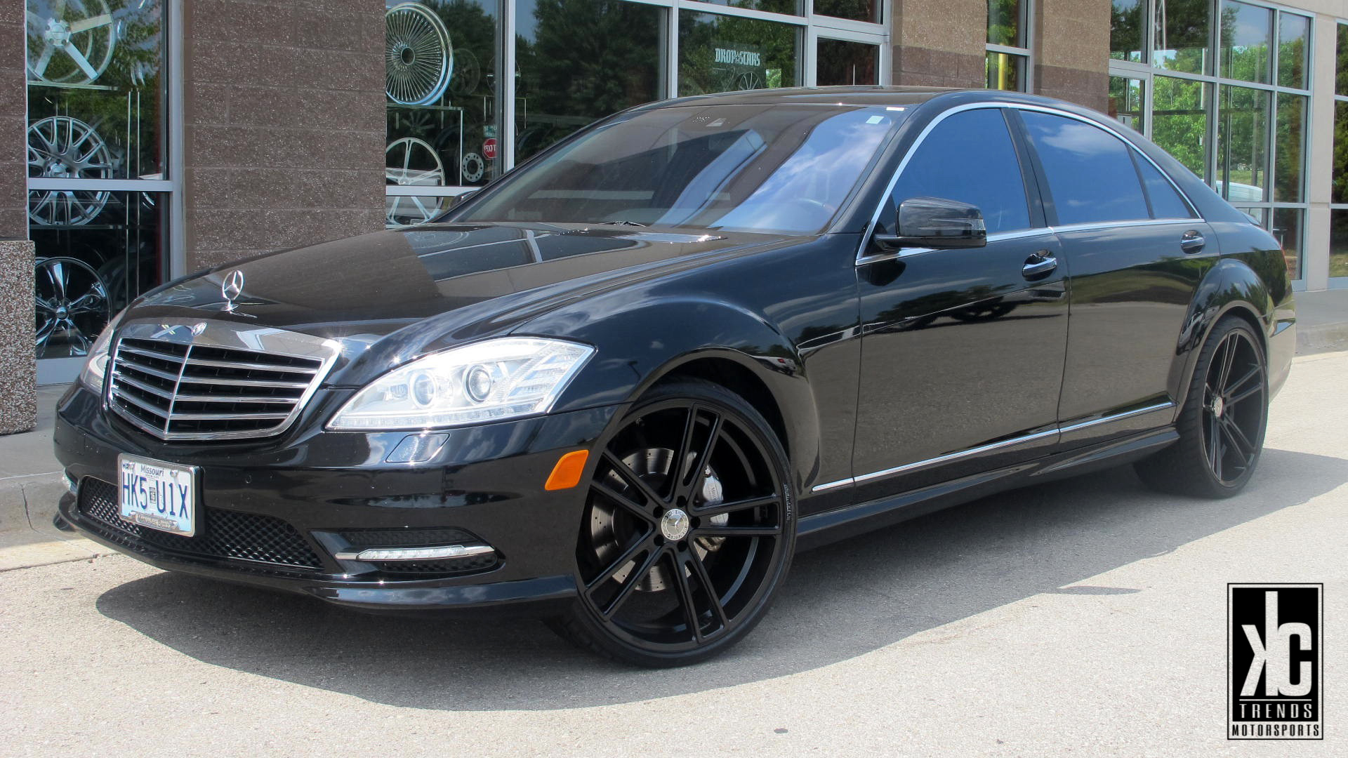 Koko Kuture Massa-5 Black r22 on Mercedes Benz S Class W221