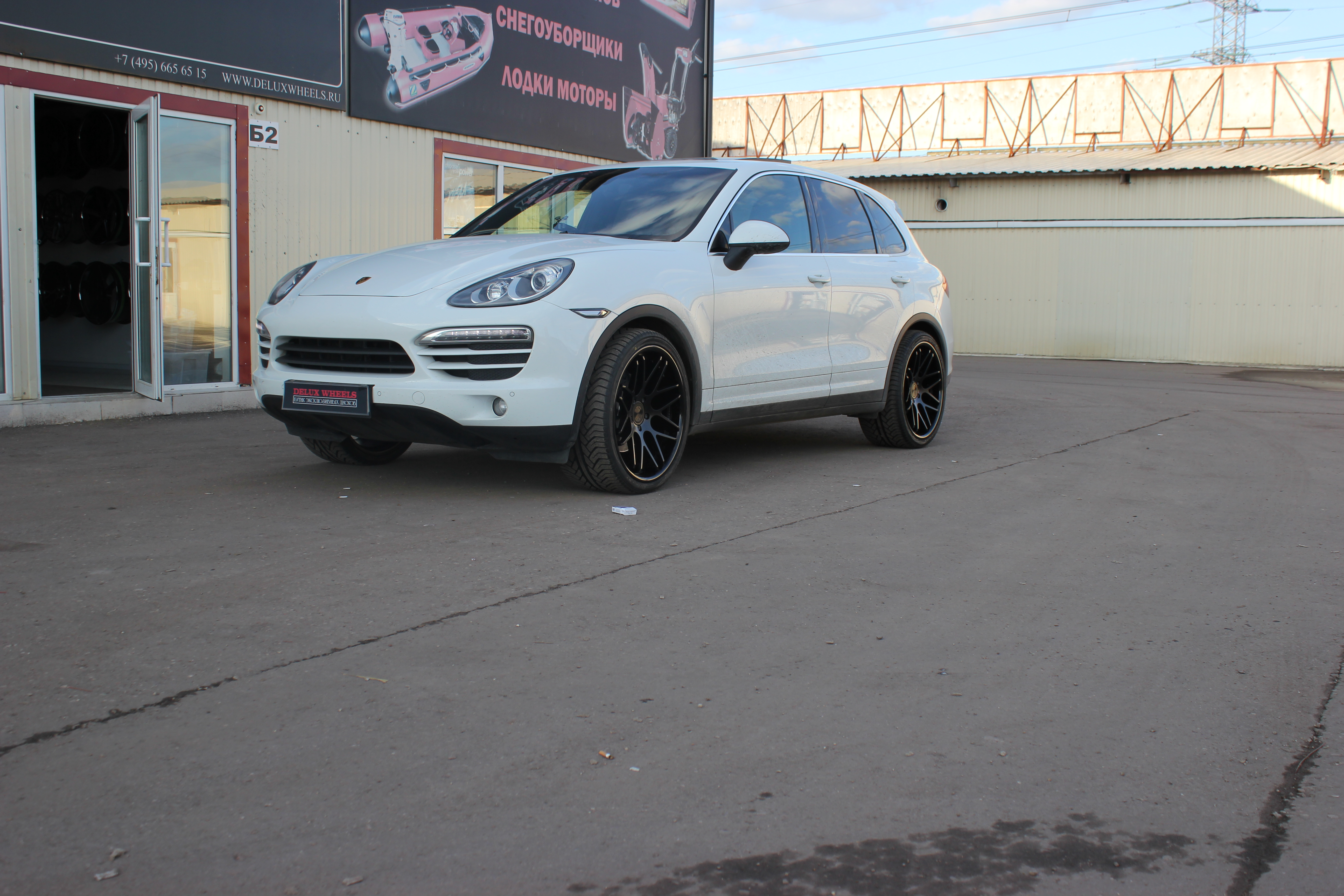 Vertini Magic Black 22X10,5 on 2013 Porsche Cayenne